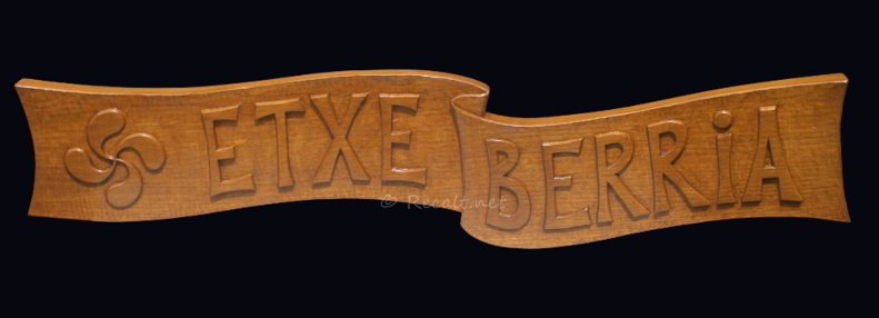 etche berria - sculpture - wood carving - escultura madera - croix basque - lauburu